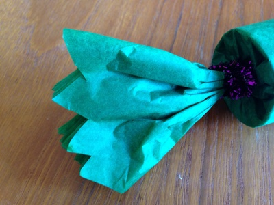 Cracker tissue, toilet roll cracker, wrap a present as a cracker, kids craft cracker