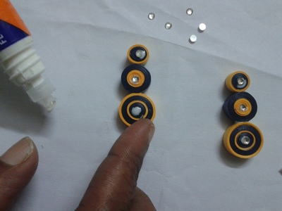 make a big round coil with yellow in the center