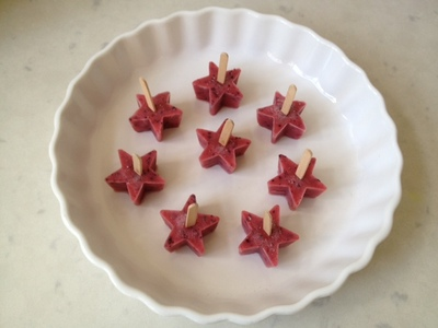 pops out of freezer, star shaped lolly, frozen fruit bite, kids party food, homemade ice lolly
