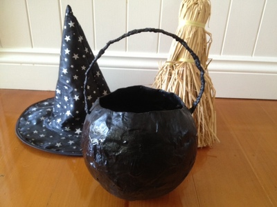 cauldron, paper mache cauldron, papier macher cauldron, witch cauldron, how to make a cauldron, homemade cauldron