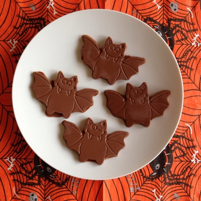 Chocolate Halloween bats, Halloween party food, Halloween bats, chocolate bats