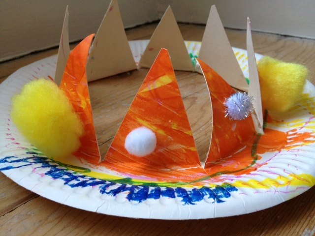 crown, paper plate, toddler, pre school, craft, make your own, king, queen  - Paper Plate Crown