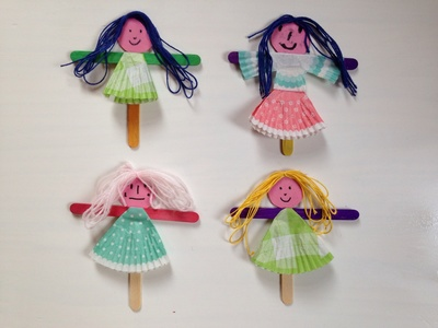 Cupcake liner puppets, cupcake liner dresses for dolls, cupcake liner craft ideas, easy puppets, girls craft