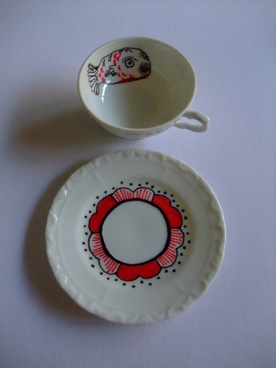 decorate a tea cup and saucer with porcelain markers my. Black Bedroom Furniture Sets. Home Design Ideas