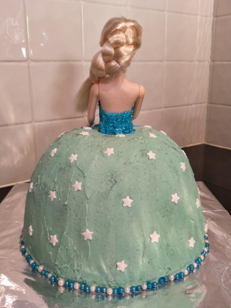 Elsa Frozen Birthday Cake - doll added