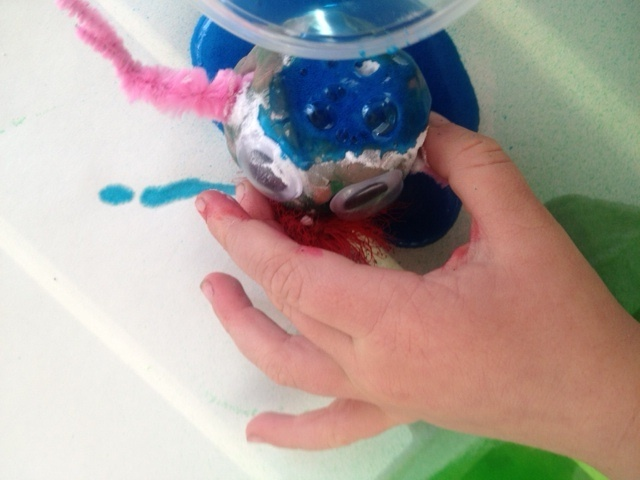 erupting alien, fun kids craft, blue vinegar bicarb explosion