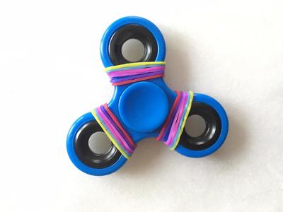 fidget spinner with loom bands, things to do with fidget spinner, fidget spinner craft ideas, decorated fidget spinner, loom band craft ideas, fidget spinner and loom bands