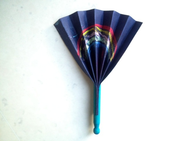 folded fan, easy kids fan, clothes peg fan, dolly peg fan, concertina fan, how to make a paper fan, easy kids craft fan