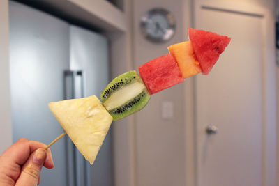 fruit rocket ship, edible kids crafts, fruit for kids, healthy eating, fun food ideas