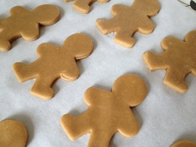 gingerbread man, men, ginger, stars, golden syrup, writing icing, kids, children, pre school, cooking, baking, kneading
