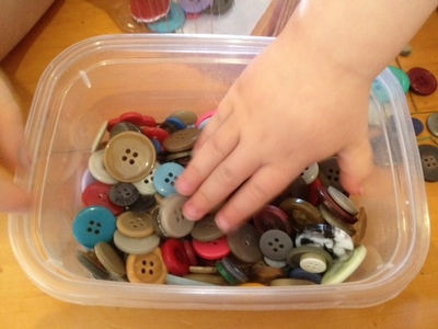 toddler activity buttons, posting activity toddlers, preschooler posting activity, fine motor skills activity, button boxes, button posting