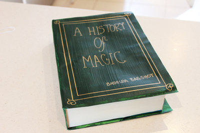 harry potter spell books, harry potter party, harry potter craft ideas, diy spell book, magic craft ideas