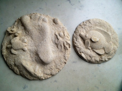 homemade plaster of paris fossils, homemade fish fossil, diy fish fossil, kids craft fossil, plaster of paris sand casting, footprint and fish fossil, plaster cast craft