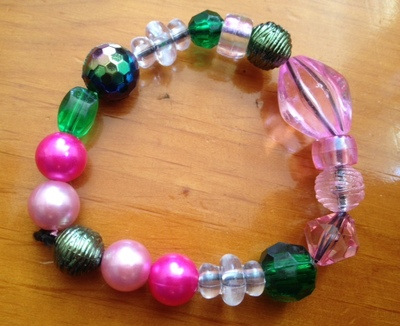 how to make a bracelet, DIY bracelet, kids bracelet, kids jewellery, kids necklace, bead, pink green beaded bracelet, pretty bracelet