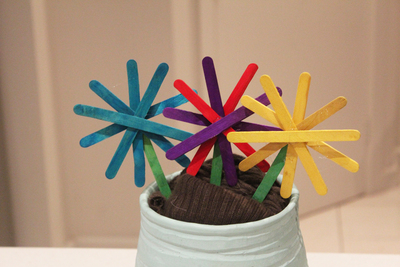 pop sick flowers, popsicle stick crafts, flower crafts, spring craft activities