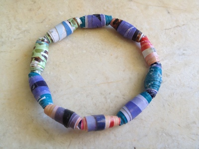 recycled bead bracelet, magazine beads, paper beads, magazine bead bracelet, recycled kids craft, magazine craft, paper craft