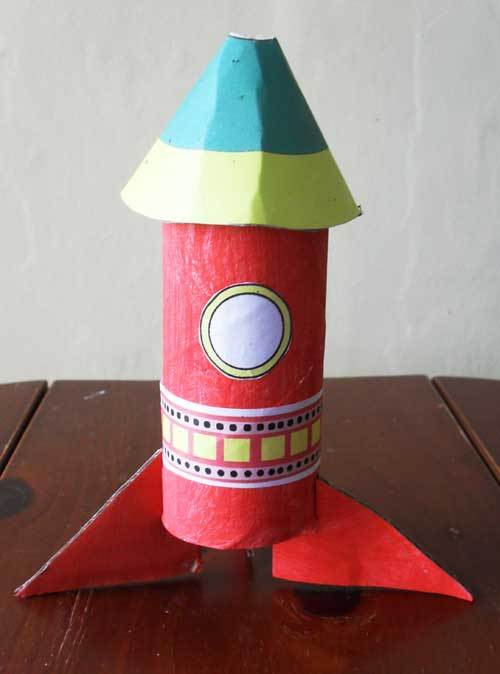 rocket,space,cardboard tube,toy