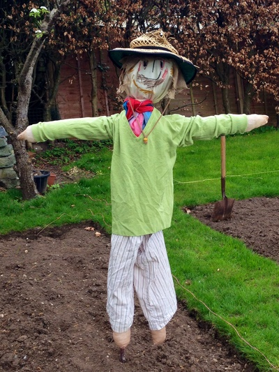 Scarecrow, kids craft scarecrow, homemade scarecrow, scarecrow tutorial