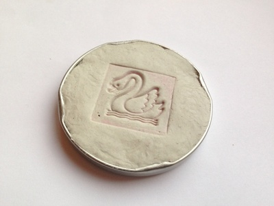 Stamp lid, easy kids craft clay, clay stamping with kids
