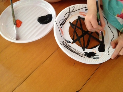 paper plate craft ideas, paper plate halloween craft, cheap halloween craft ideas, easy halloween party ideas