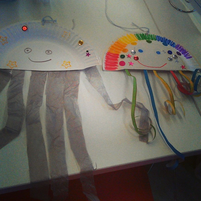 Jellyfish, paper plate, sea creature, recycled craft  - Easy Jellyfish