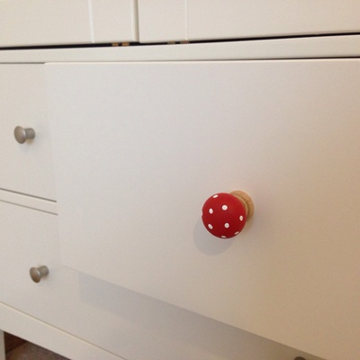 Plain cupboard, changing knobs on wardrobe