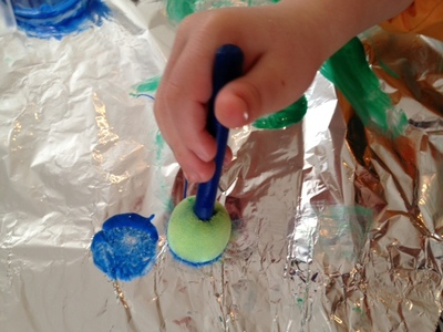 aluminium foil, tinfoil, under 5s, pre school, preschoolers, art, painting, different surfaces