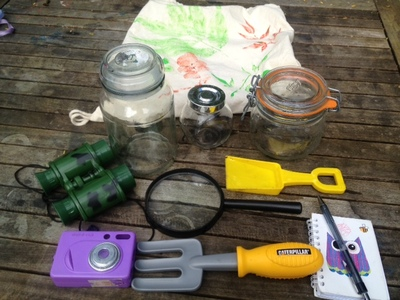 bug hunt bag contents, how to make your own bug explorer bag, garden bug hunt bag contents, magnifying glass jars binoculars notebook bug hunt, what to put in a bag for a bug hunt, explorer bag contents kids