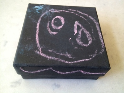 blackboard box for homemade chalk, sidewalk chalk gift, homemade sidewalk chalk, kids chalk box, blackboard chalk homemade, blackboard box tutorial