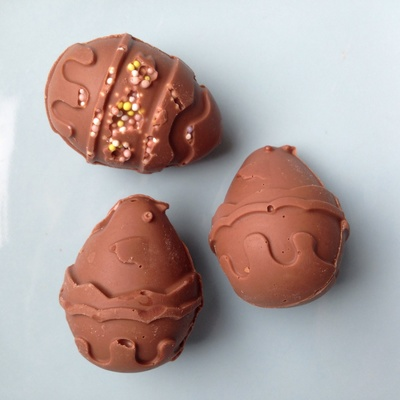 Chocolate eggs, homemade Easter eggs, how to make chocolate Easter eggs, kids homemade Easter eggs