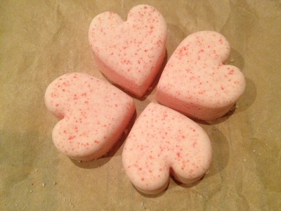 diy bath bomb baking soda and citric acid, heart mold