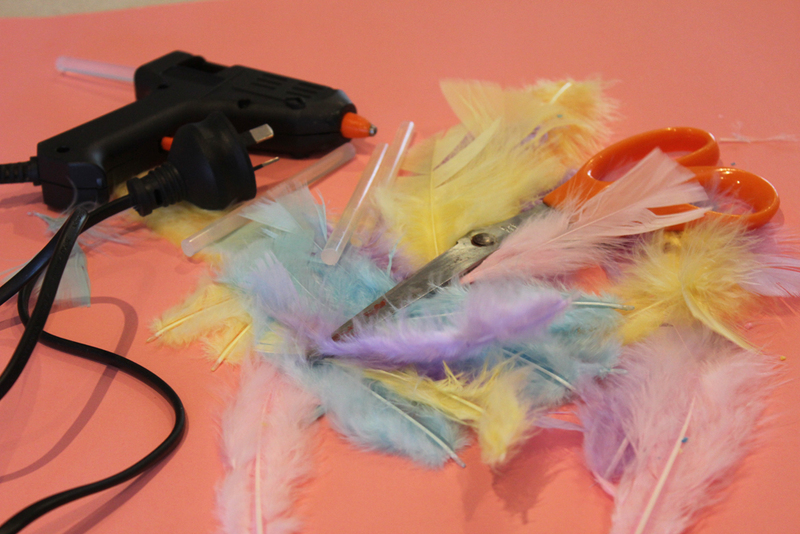 feather headdress, cowboys and indians, dress up parties, kids dress ups, craft activities, feathers  - Feather Headdress