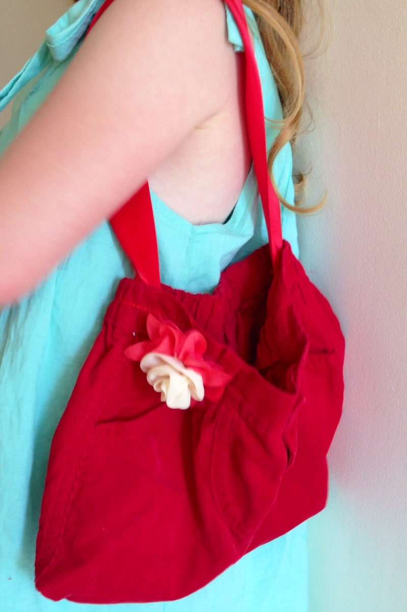 Homemade handbag, homemade purse, kids sewing handbag, kids sewing purse, kids sewing bag, easy bag sewing tutorial for kids