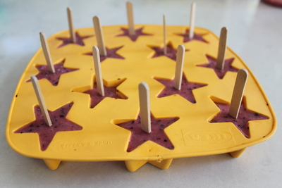ice cube lollies, ice cube smoothies with sticks, ikea star ice cube tray, bit sized ice lollies
