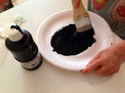 Kids craft painting paper plate black, painting paper plate, things to make out of paper plates