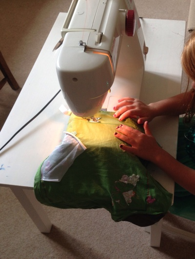 Kids homemade cushion tutorial, turn Tshirt into cushion, recycled Tshirt cushion tutorial, kids first sewing projects cushion