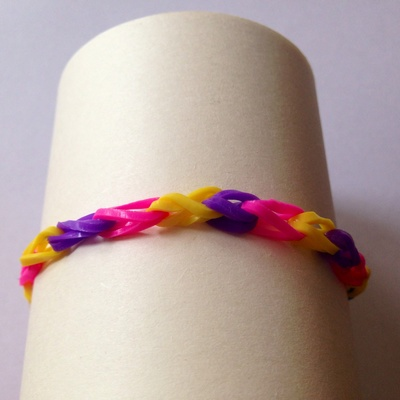 Loom bracelet instructions, how to make a loom bracelet, elastic band bracelet, loom, loom for kids