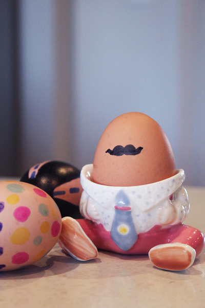 marker decorated eggs, easy decorated eggs, moustache boiled eggs, decorated easter eggs