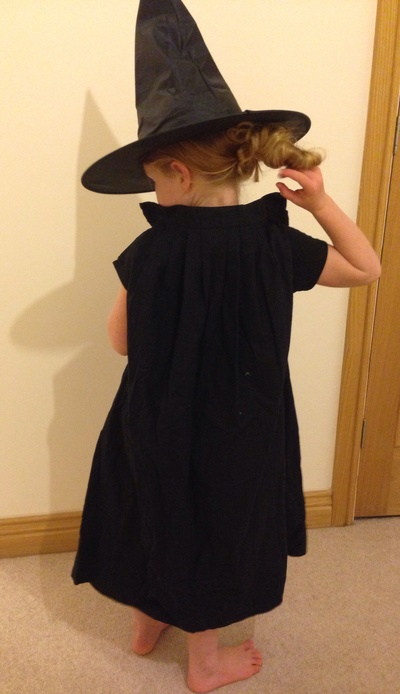 No sew witch cape, witch cloak, easy Halloween costume, homemade witch wizard cloak, kids cloak
