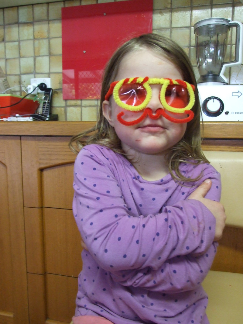 pipe cleaner, bend, centre  - Pipe Cleaner Glasses
