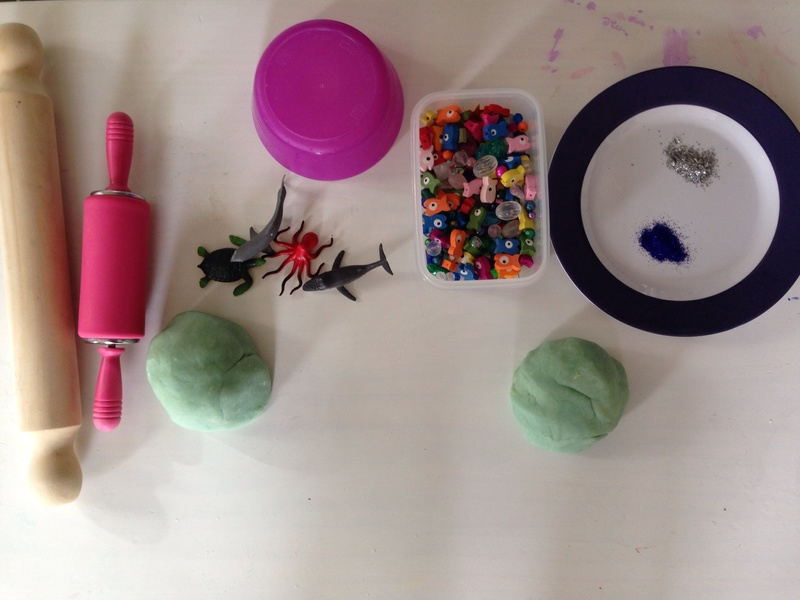 Play dough ideas, thinks to make with play dough, under the sea play dough, fish sea craft ideas for toddlers   - Play Dough Aquarium