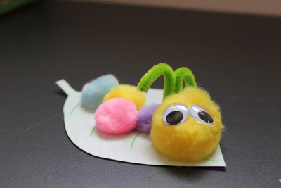 pom pom caterpillar, kids crafts, easy kids crafts, fun crafts, pom poms, insects