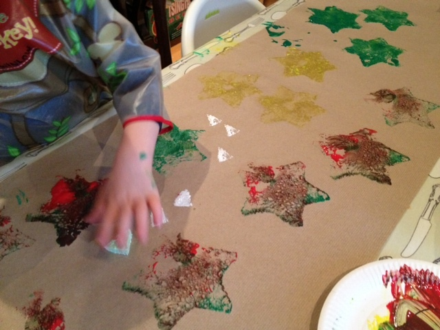 sponge, stamp, printing, preschool, toddler, wrapping paper, Christmas, star