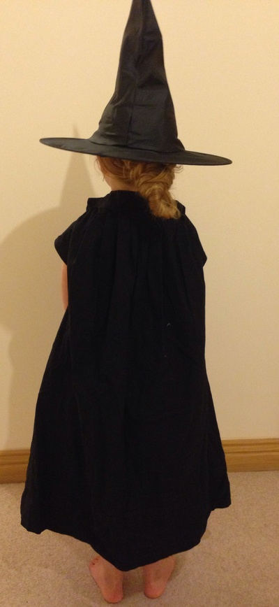 Witch cloak, how to make a witch cloak, no sew cloak, no sew cape, homemade witch costume Halloween, cheap and easy witch costume