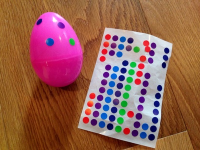 Wobble wobble eggs, decorating eggs, kids craft eggs, kids craft wobble eggs, Easter crafts